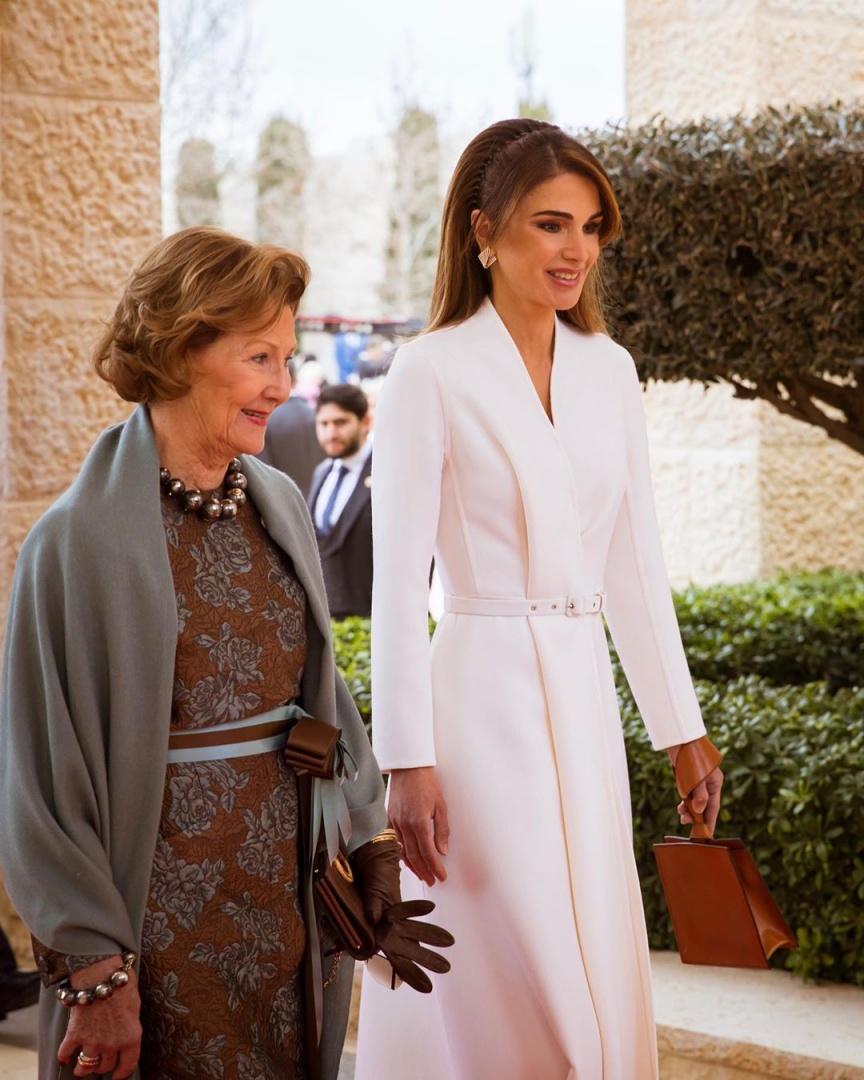 Caras Rainha Rania Da Jordania Em Visual Branco Total Na Rececao Aos Reis Da Noruega