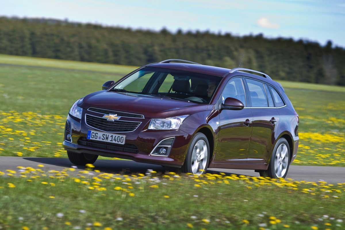 ChevroletCruzeSW_Dynamic_13.jpg