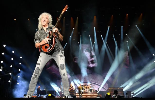 Brian May, guitarrista dos Queen, sofreu um ataque cardíaco