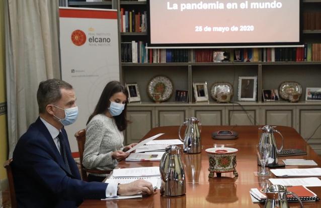 Em visita ao Real Instituto Elcano, Letizia aposta em 'look' simples mas infalível