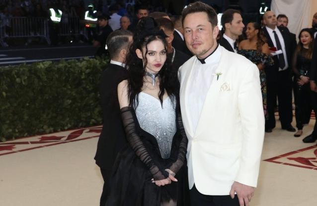 Elon Musk e Grimes obrigados a mudar o nome do filho